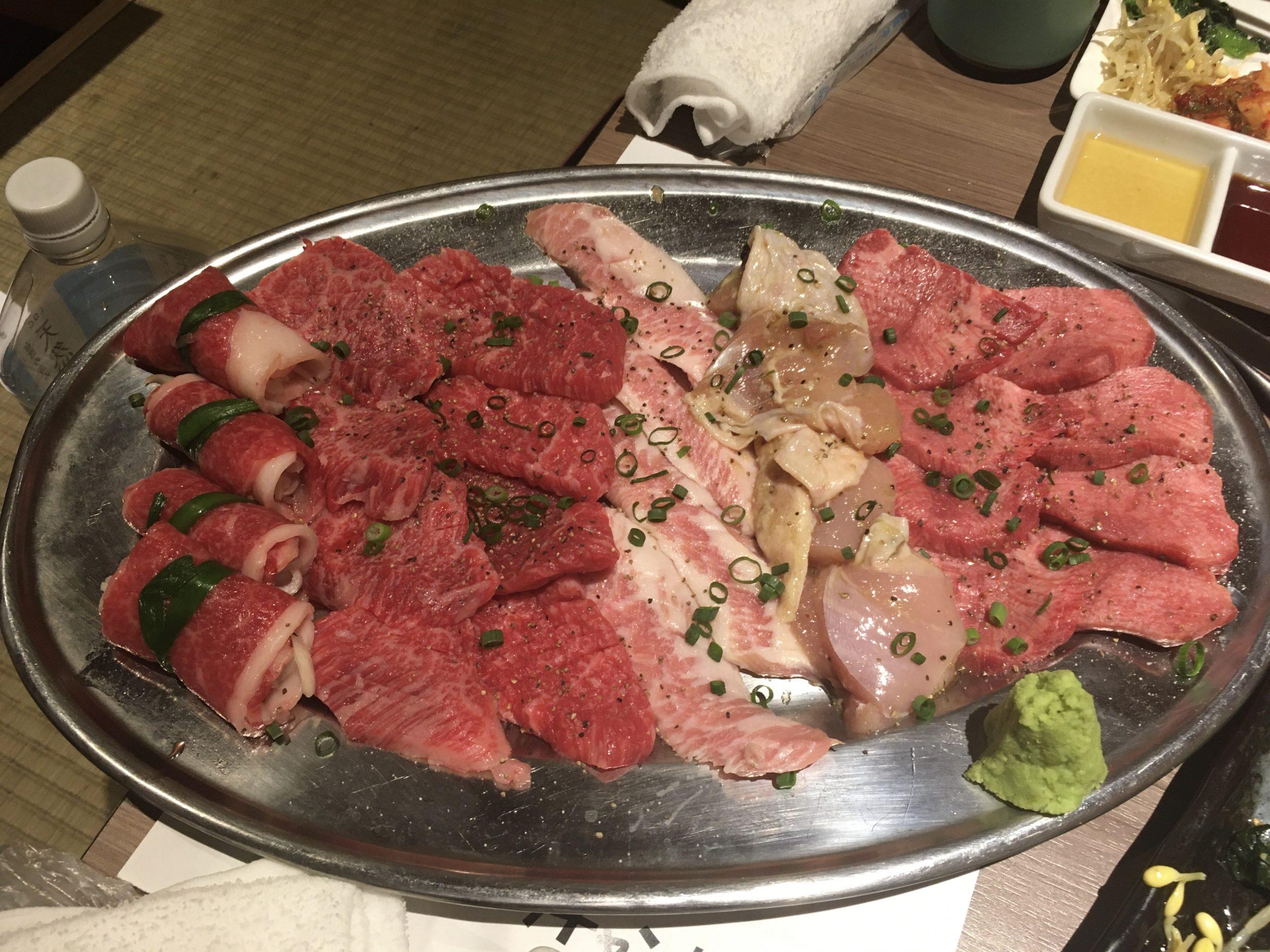 予約の取れない「肉山」系列の千駄木「肉と日本酒」